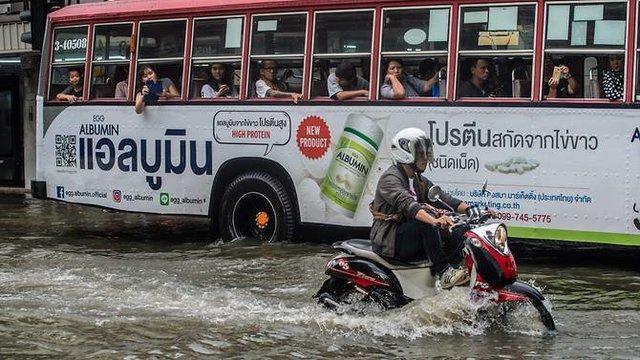 جاری شدن سیل در خیابان های بانکوک