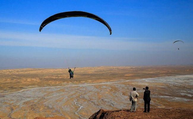 کجا و چه طور با پاراگلایدر پرواز کنیم؟