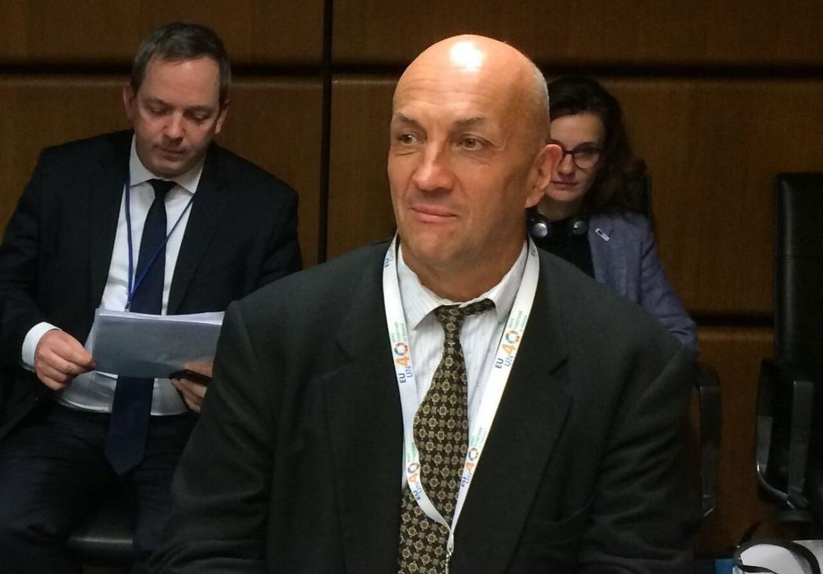خبرنگاران نماینده اتحادیه اروپا در وین: لغو تحریم ها بخش مهمی از برجام است