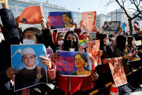 پزشکان میانماری در اعتراض به کودتای ارتش دست از کار کشیدند