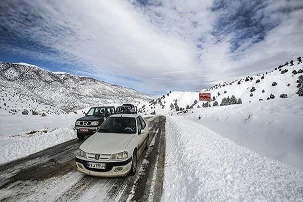 بارش برف و باران در محورهای 7 استان، انسدادمقطعی جاده چالوس