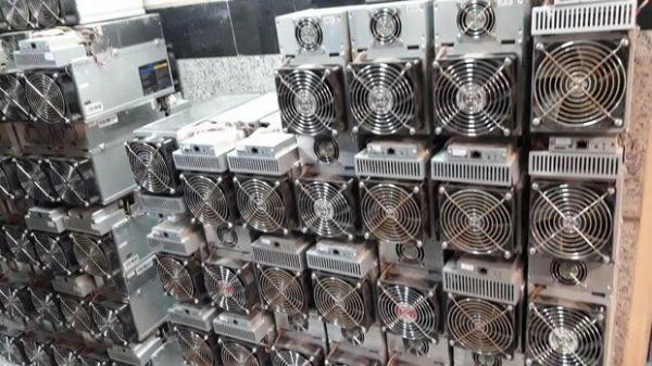 خبرنگاران 76 دستگاه استخراج ارز دیجیتال غیرمجاز از شهرک صنعتی مشهد کشف شد