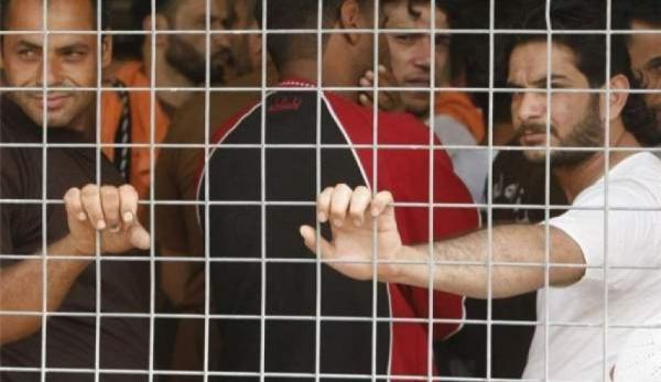 خبرنگاران بحرین تحت فشار افکار عمومی دهها زندانی را آزاد کرد